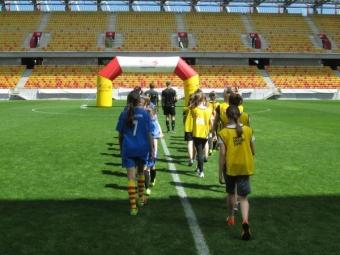 Turniej w piłce nożnej dziewcząt na STADIONIE MIEJSKIM-1